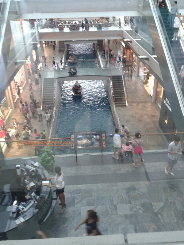 20150101_135827 suasana di MBS Shopping Mall