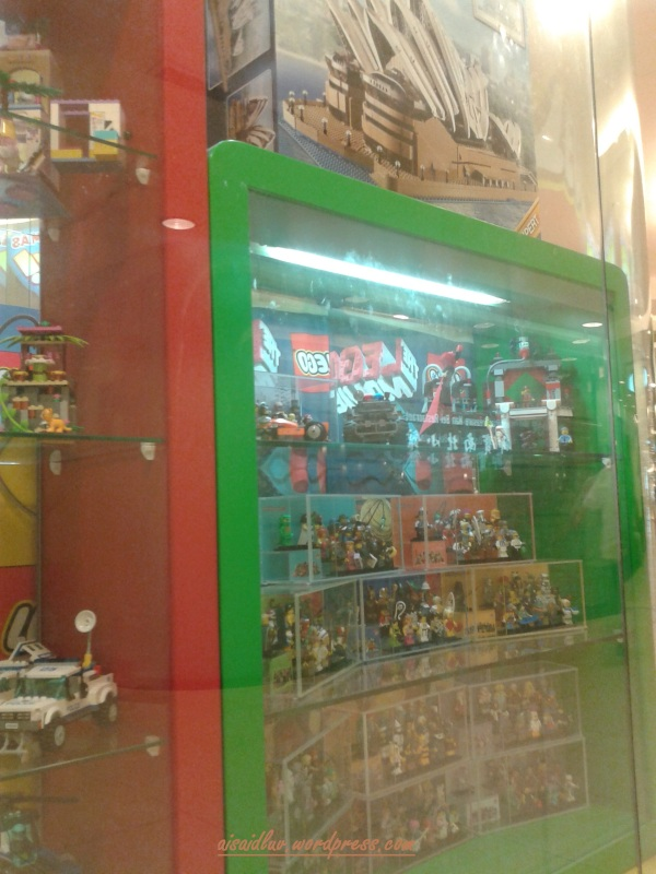 20150101_191137 toko lego di singapura