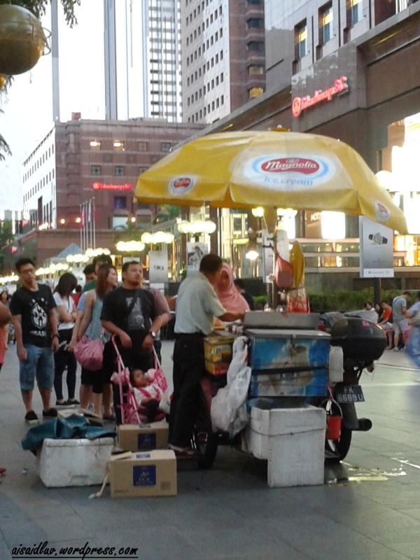 20150102_191110 Penjual Ice Cream di Orchard Road