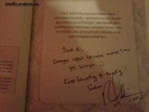 Buku Haram Keliling Dunia plus tanda tangan penulisnya