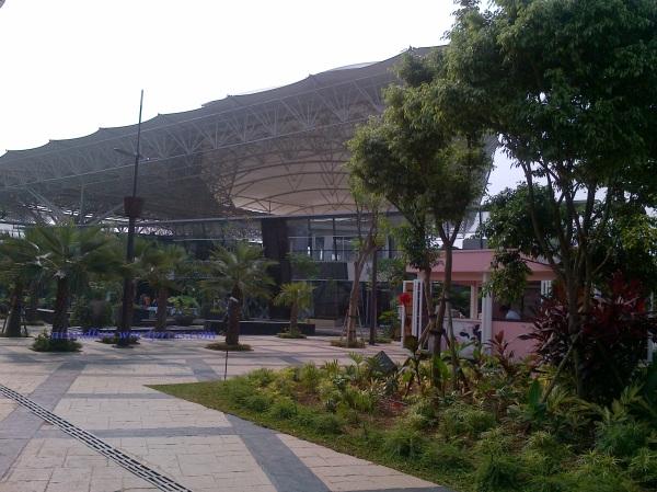 1. THE BREEZE - BSD CITY