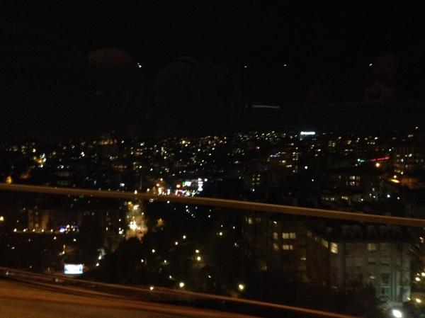 Melalui Boshporus bridge, selamat malam kota Istanbul
