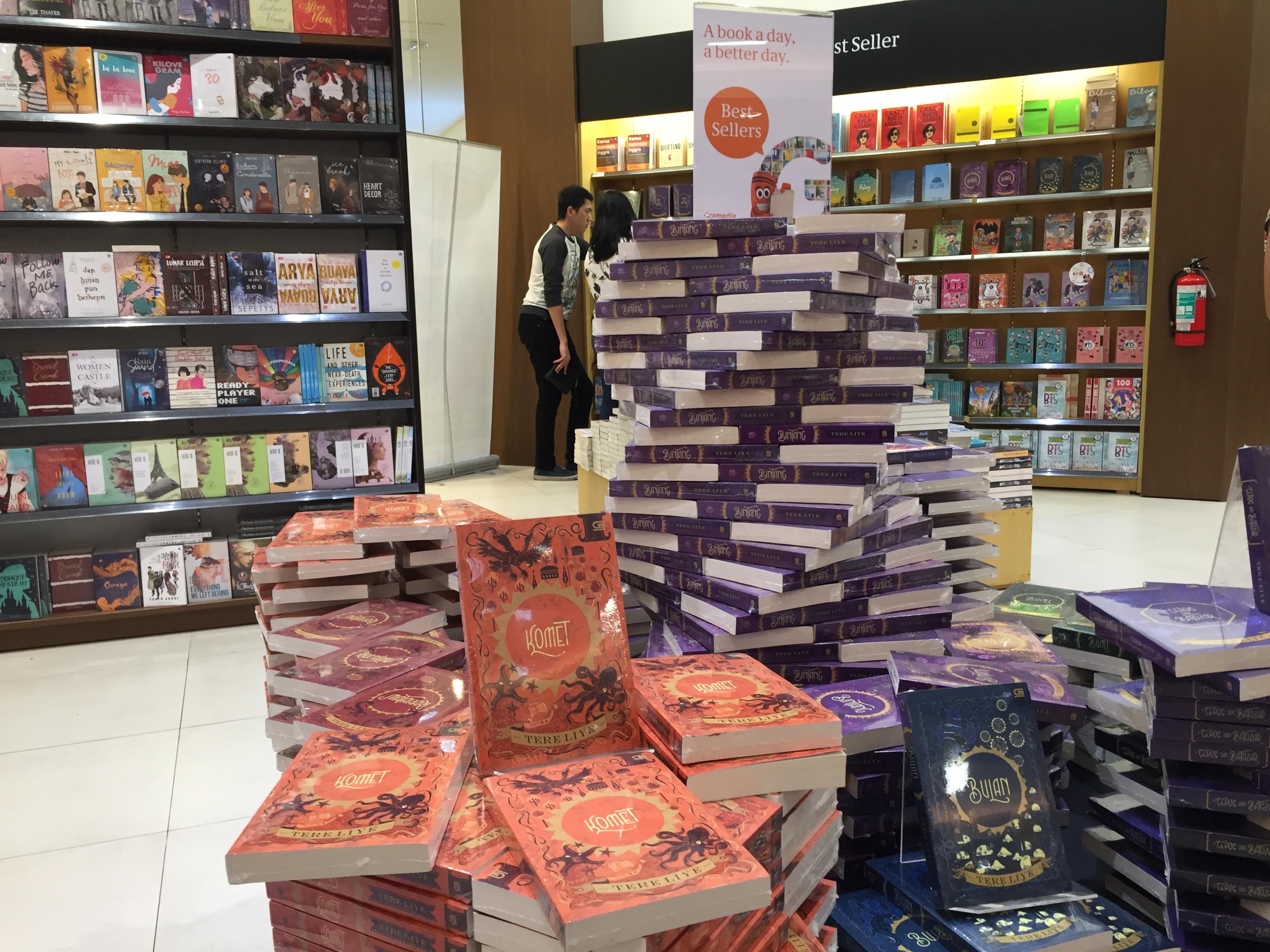 Top 10 Books di Gramedia update 28 Juli 2018 – It's not the destination,  it's the journey