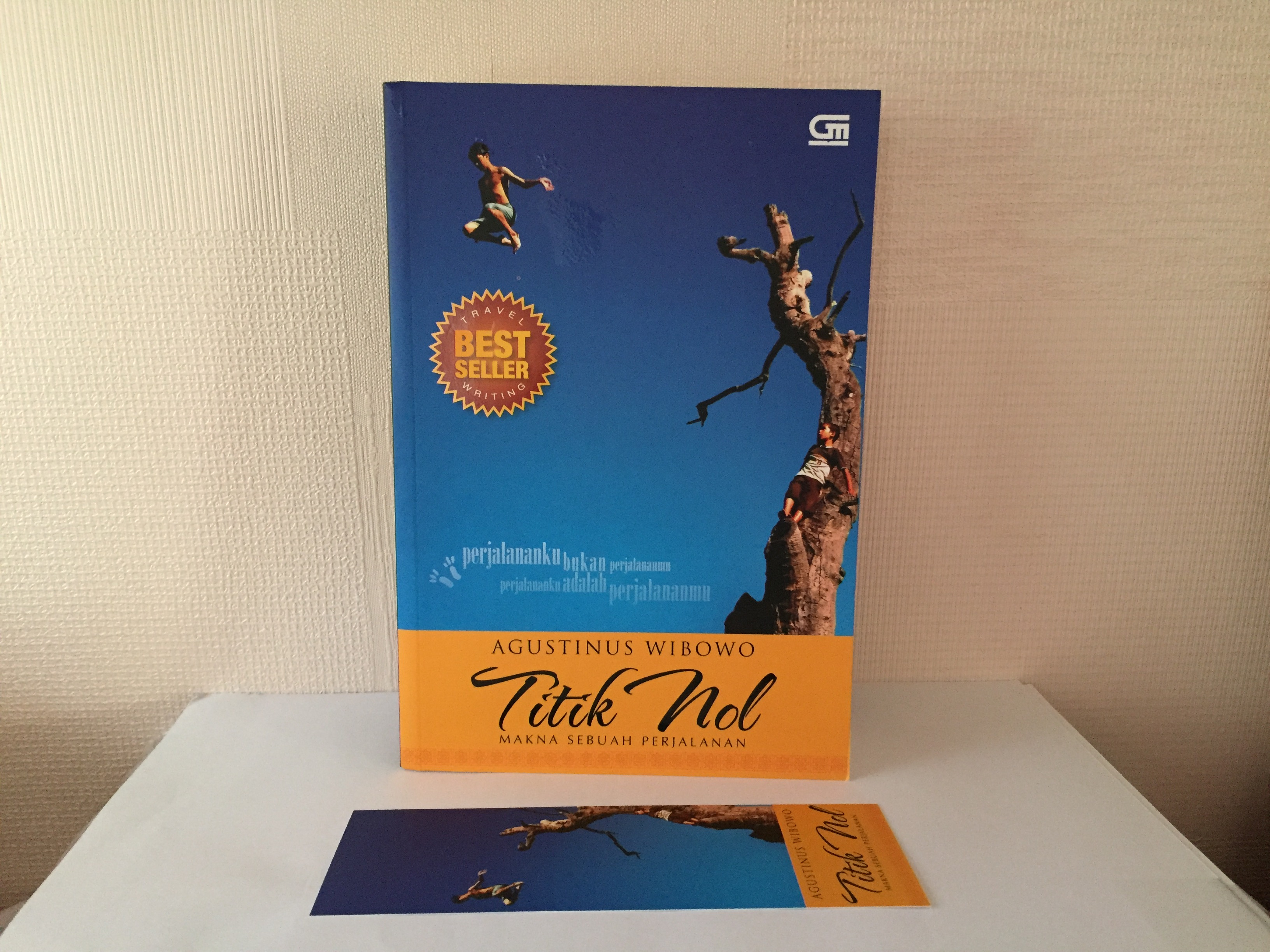 [Review Buku Travel Writing ] Titik Nol karya Agustinus Wibowo